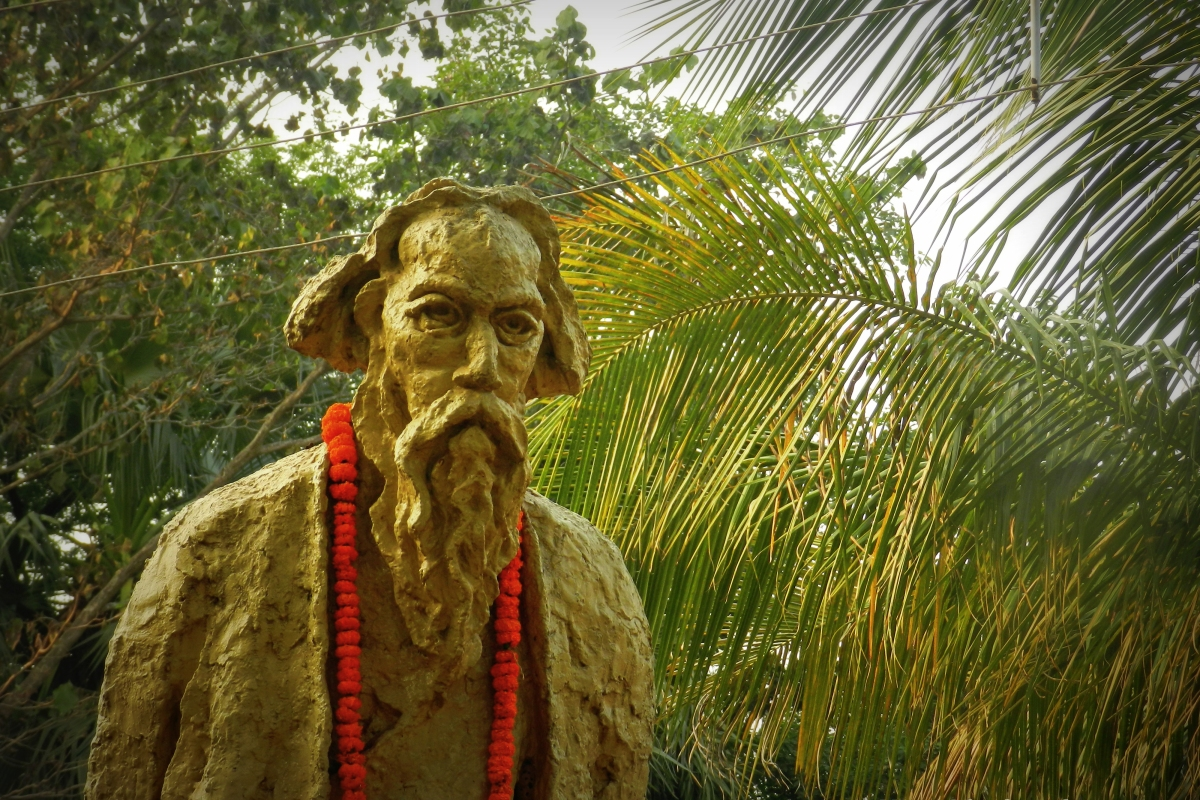tagore's statue, amar kutir, shantiniketan