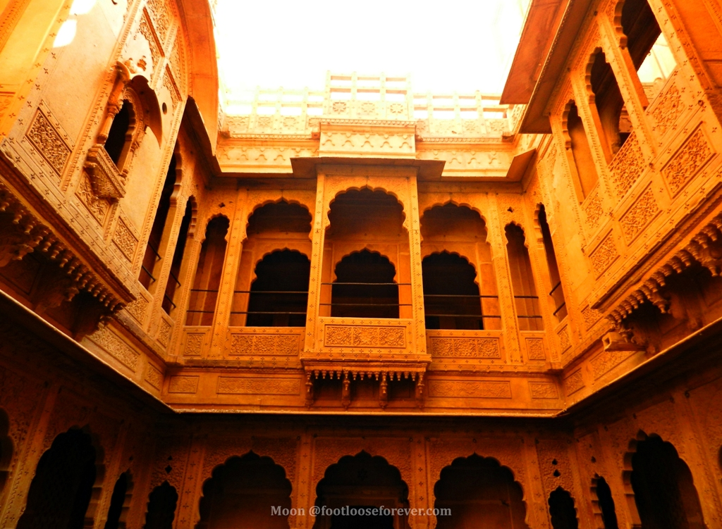 ornate balcony, haveli, courtyard, jaisalmer, jaisalmer fort