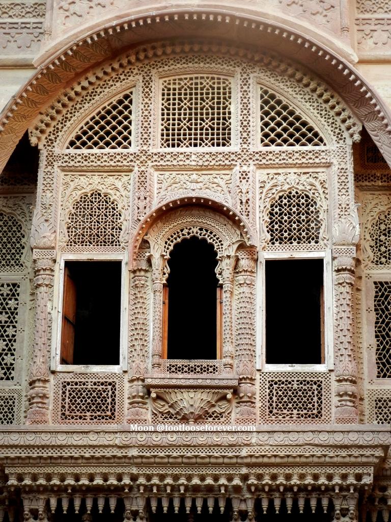 palace window, intricate stone detailing, architecture, Jodhpur, Rajasthan