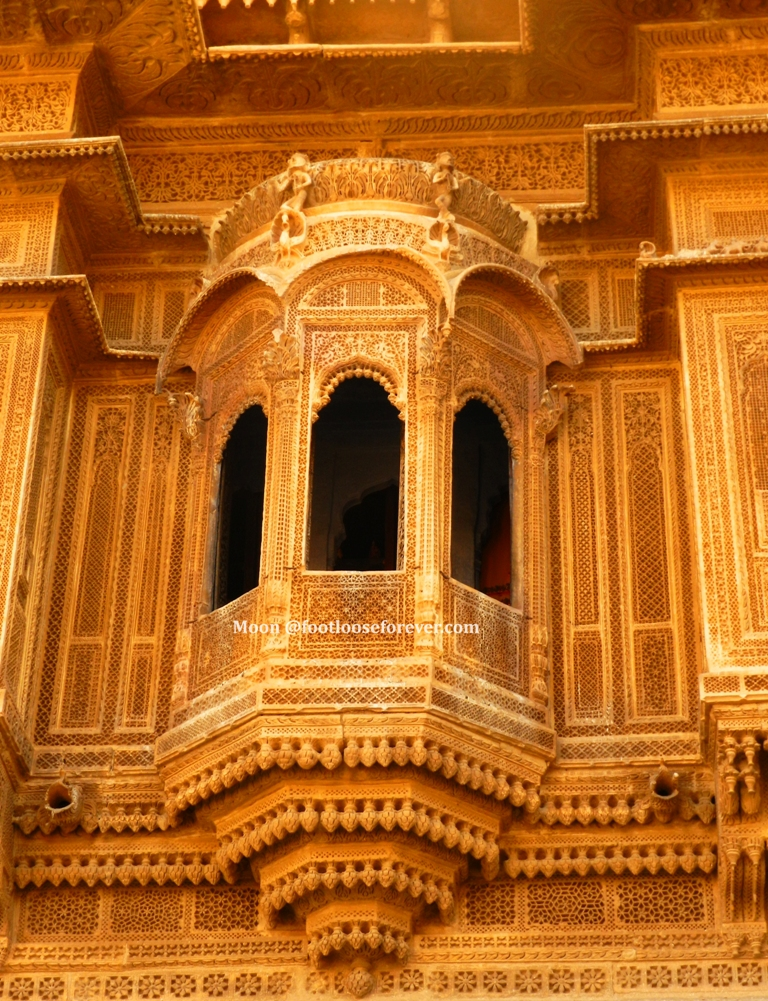 ornate balcony, jaisalmer fort, jaisalmer