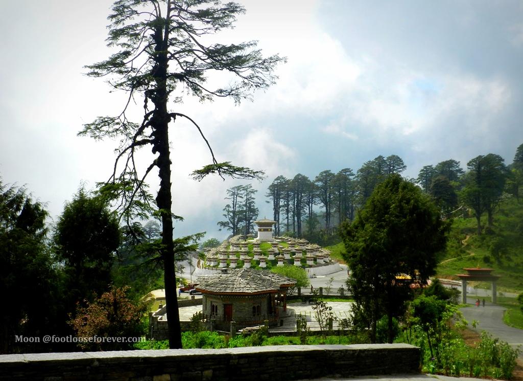 dochula pass, bhutan, chortens