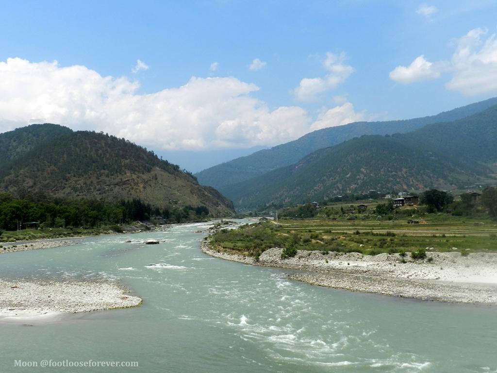 punakha, mo chhu river, bhutan