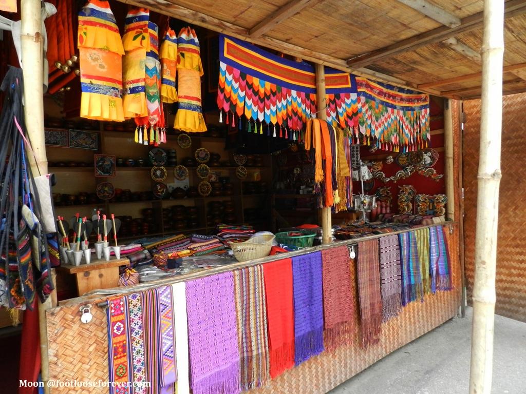 Bhutanese handicrafts, handicraft market, thimphu, bhutan
