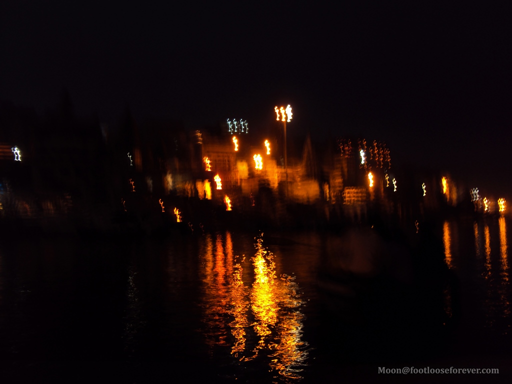 light reflection in ganges, varanasi, evening aarti