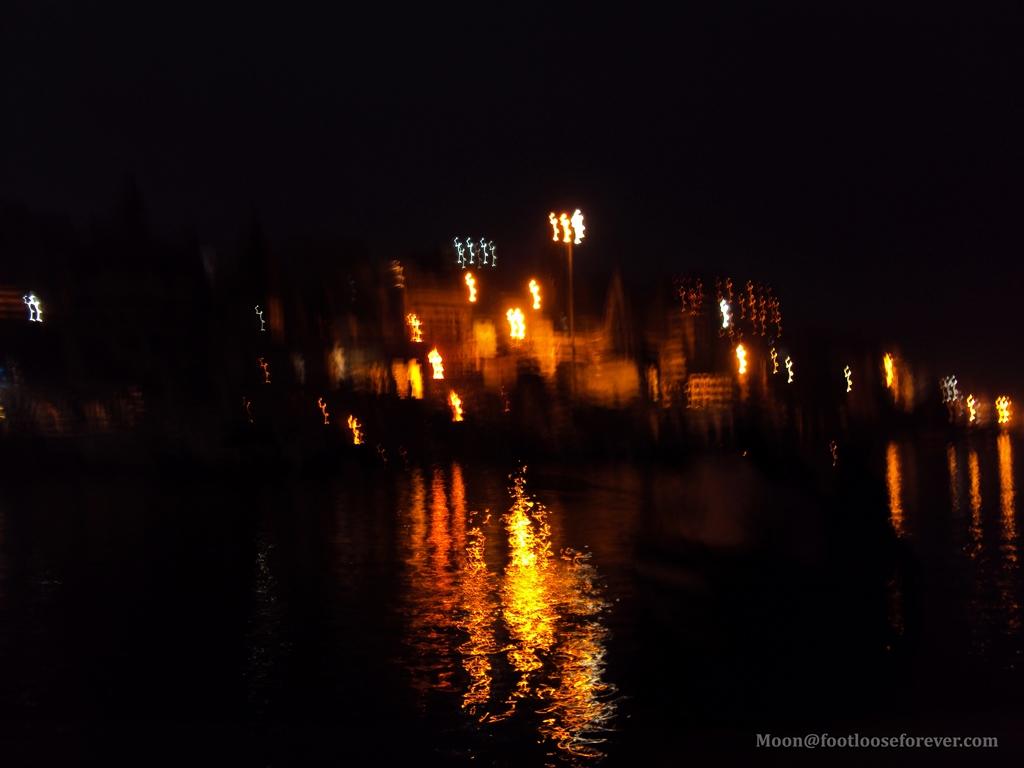 light reflection in ganges, varanasi, evening aarti