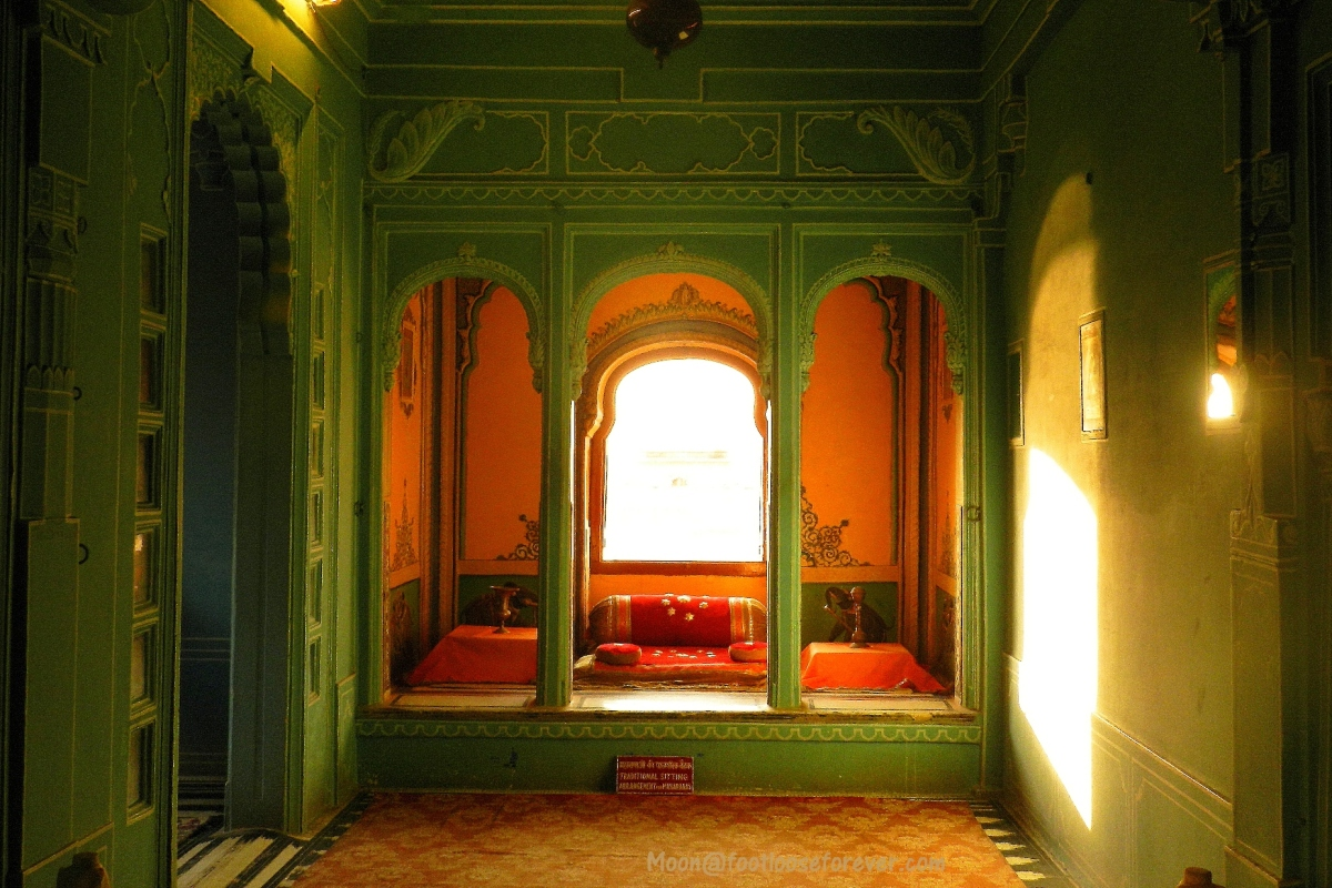 udaipur city palace, interior, queen's room
